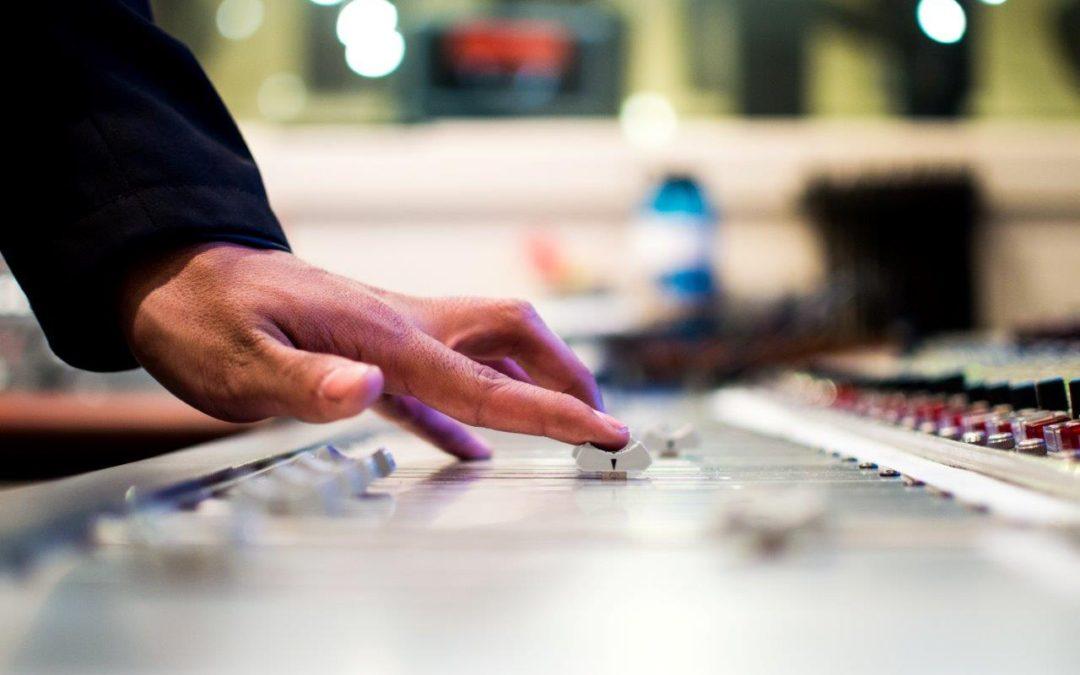 Producción de cuñas de radio: trabajar con las voces top