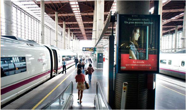 publicidad en estacion de tren