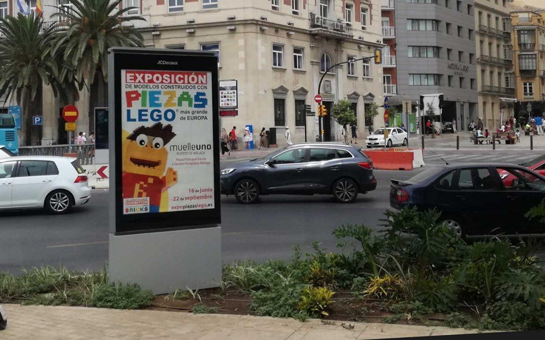 Publicidad exterior: exposición lego