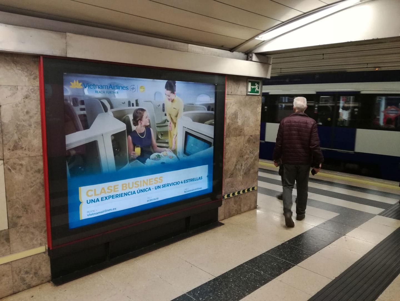 publicidad en metro Madrid - Vietnam Airlines por AN Publicidad