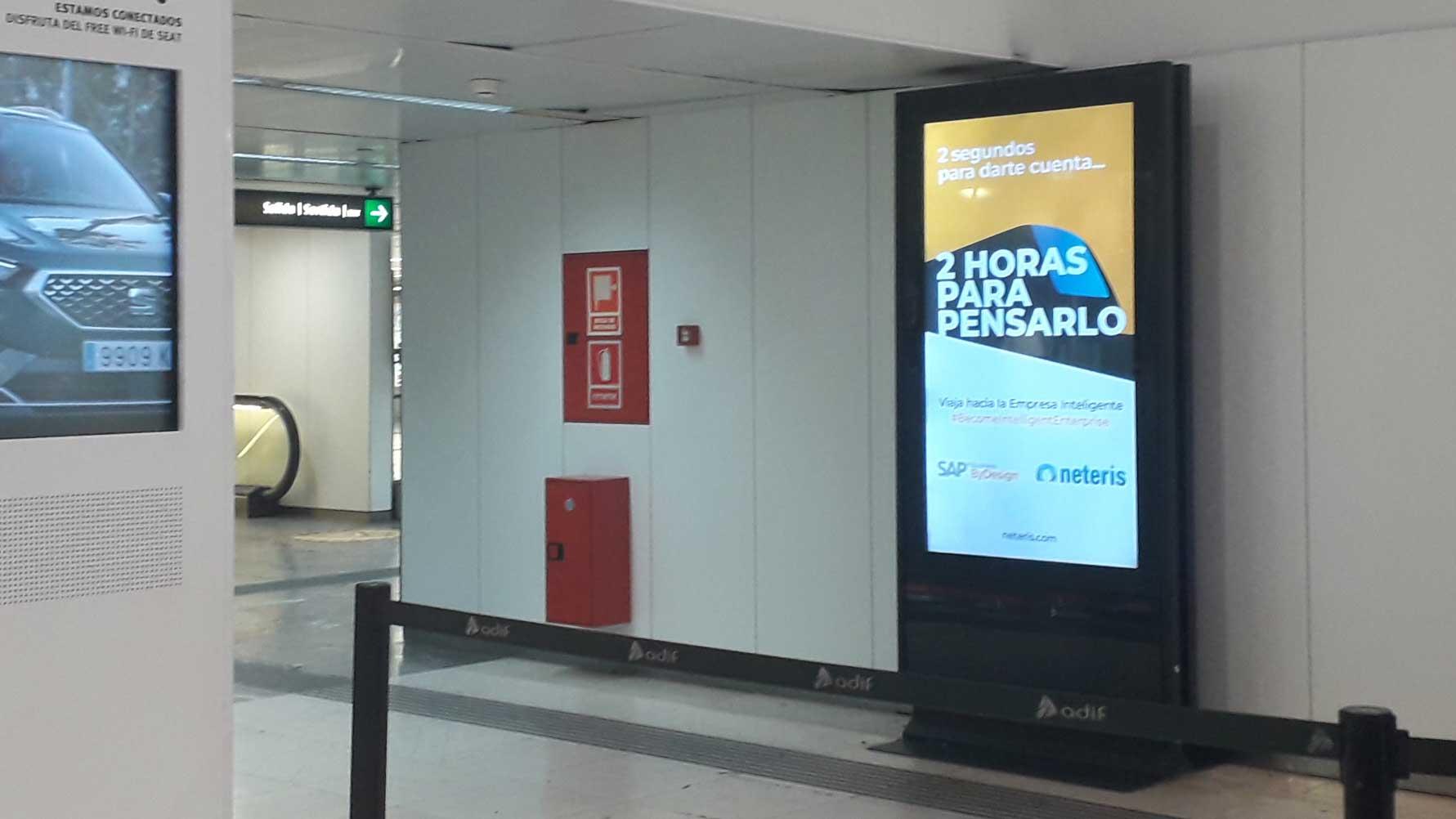 campaña publicidad en estaciones de tren para Neteris por AN Publicidad
